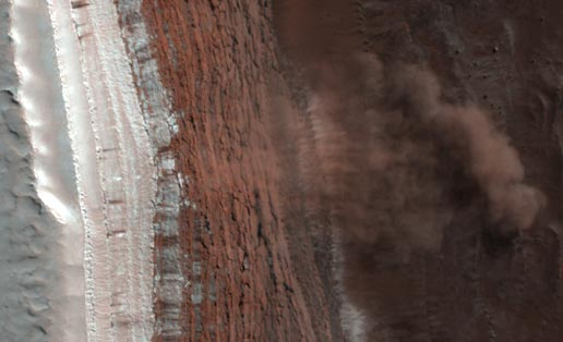 The first Martian avalanche ever photographed | Image: NASA