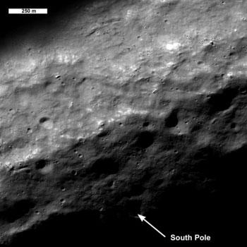 NASA Foto - polo Sud - acqua ghiacciata nei crateri lunari