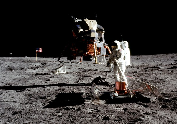 Why Aren't There Stars In The Moon Landing Photos ...