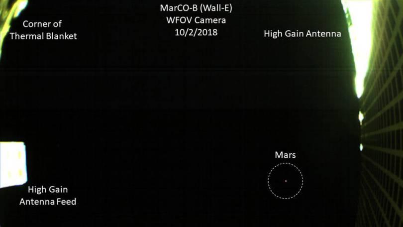 pia22742 annotated 16 0 - Primeira imagem da NASA de Marte de um CubeSat