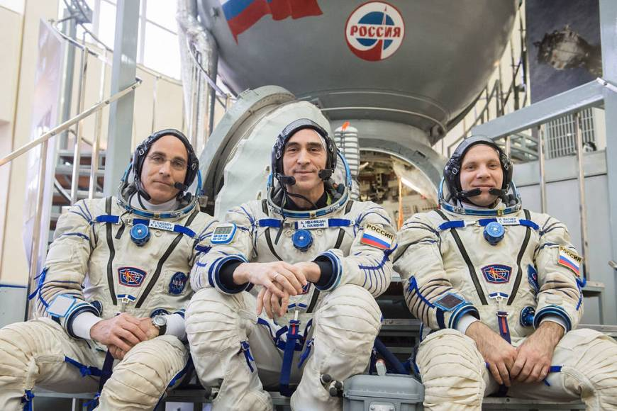 Chris Cassidy of NASA (left) and Anatoly Ivanishin (center) and Ivan Vagner of Roscosmos (right