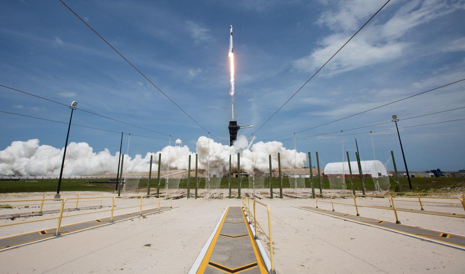 Il lancio di SpaceX Demo-2 definisce un viaggio storico per lo spazio.