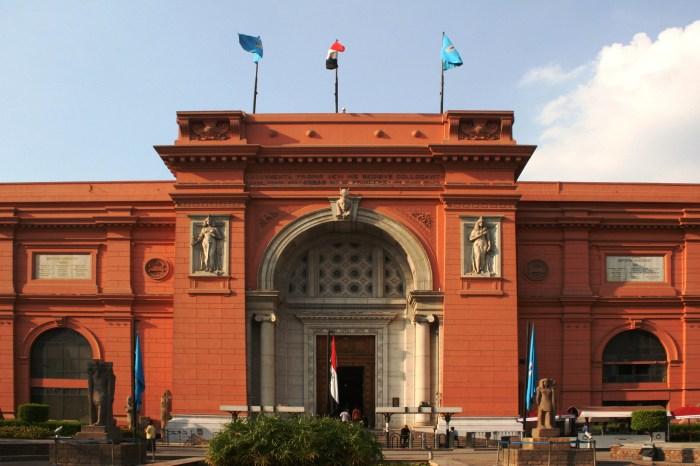 Classic Cairo Tour (Pyramids – Museum)