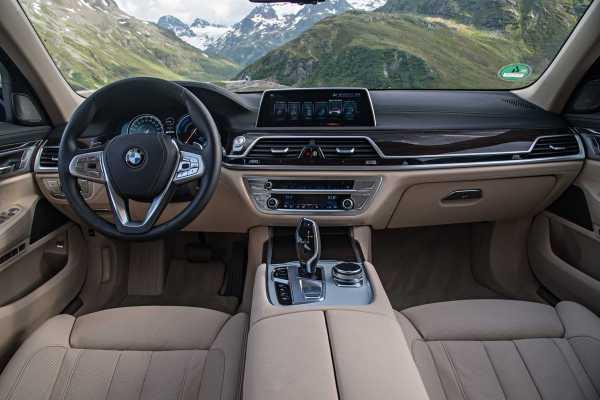 2017 BMW 740e xDriveiPerformance plug in hybrid cabin