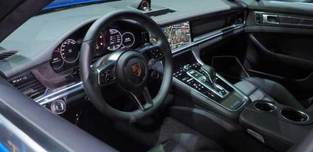2017 Porsche Panamera 4S Interior