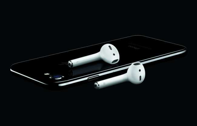 Apple iPhone 7 AirPods