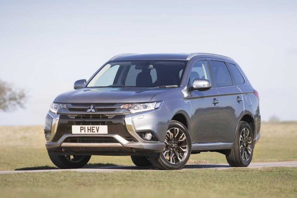 2017 mitsubishi outlander phev juro gets updated with new technology. Black Bedroom Furniture Sets. Home Design Ideas