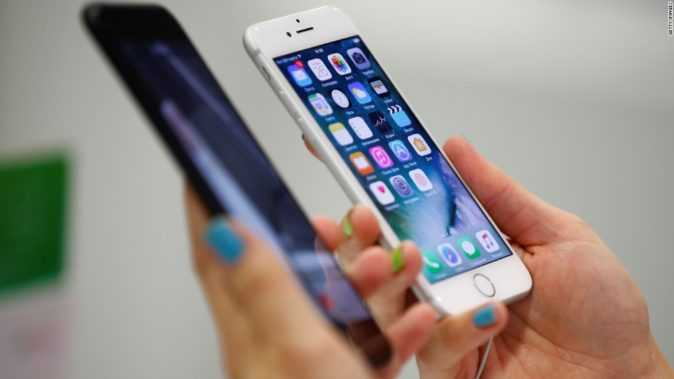 IPhone battery glitch spurs two federal probes