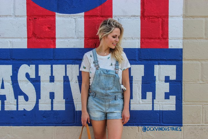 how to wear the overall trend. styling overalls. flared overalls. summer trends.