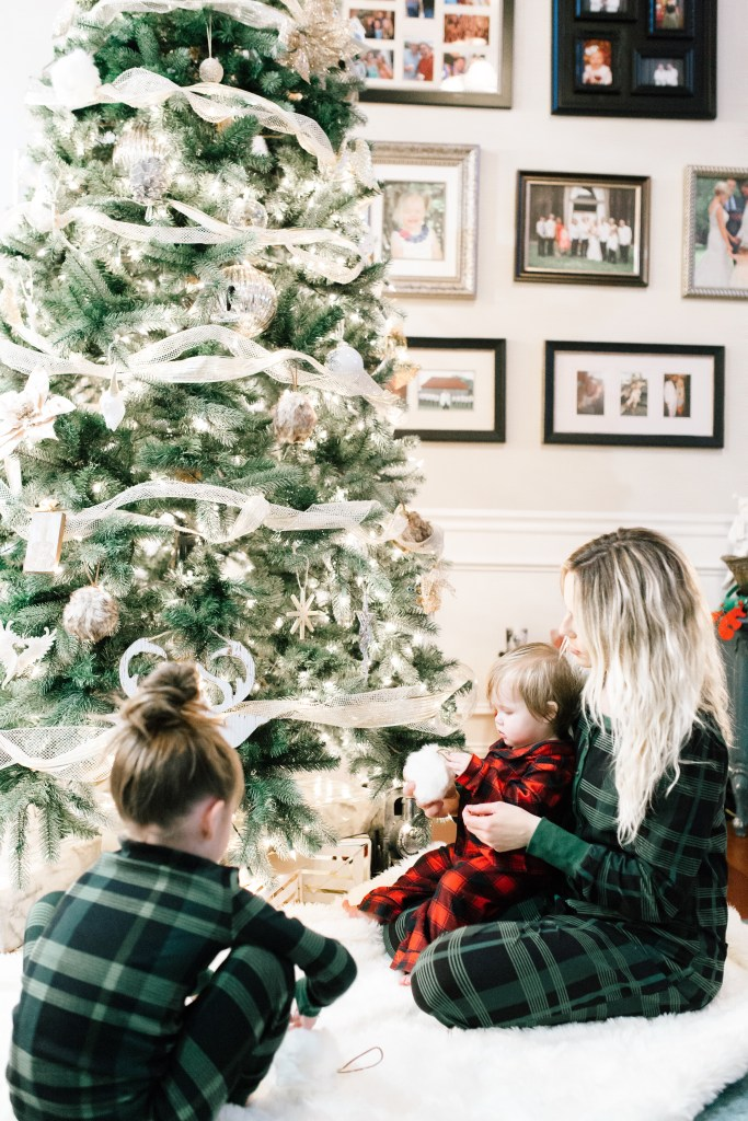 FAMILY CHRISTMAS TRADITIONS TO START WITH YOUR KIDS by Nashville mom blogger Nashville Wifestyles