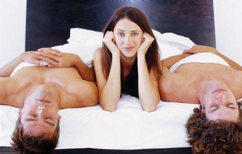 seks-vtroem-soveti-dzhons-poluchaet-orgazm