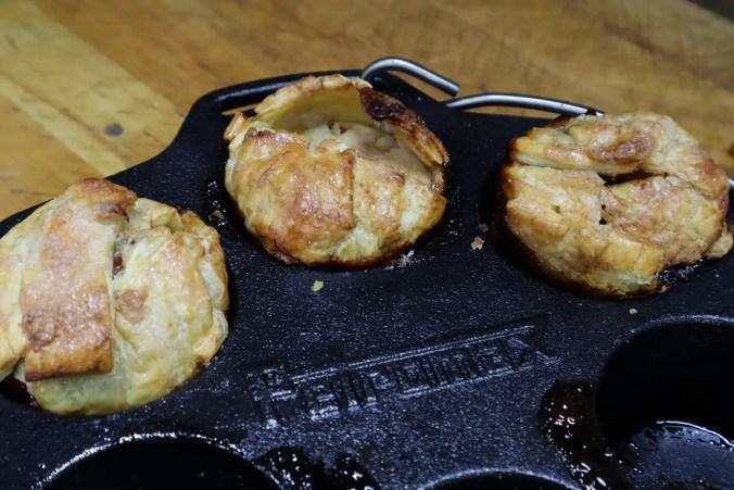 Met deze heerlijke gevulde appelbollen die boordevol jack daniel's, rozijntjes en suiker zitten sluit je iedere bbq perfect af!