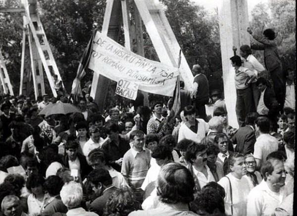 Podul-de-flori-6-mai-1990-14-foto-Valeriu-Oprea-BasarabiaBucovina.Info_