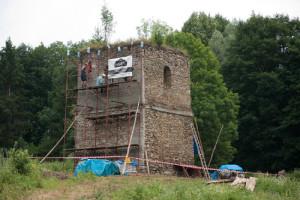 Поляни Суровичні, ремонт дзвіниці. Фото з архіву «Маґурича»