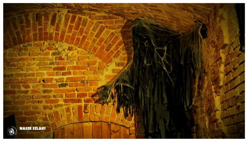 Czarna zjawa w podziemiach z legendy o diable weneckim