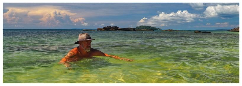 Sihanoukville-Beach-Otres-Kambodża-Azja-plaża-piasek-słońce-wypoczynek-co-zobaczyć-atrakcje-kapelusz-Piotr-Kiżewski