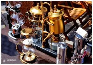 Ekspres do kawy, przelewowy, znaleziony na targu w George Town w Malezji, Azja