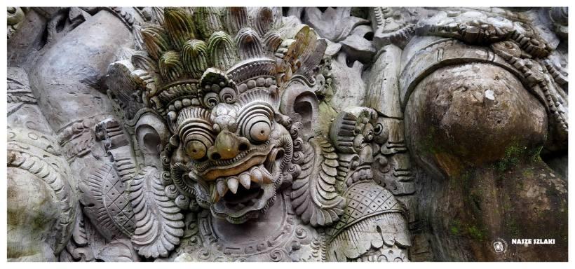Demon przedstawiony na płaskorzeźbie na jednej ze ścian - Bali Indonezja, maska śmierci,