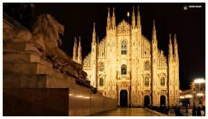 Katedra-Narodzin-Marii-Mediolan-Duomo-Włochy-największa-katedra-kościół-atrakcja-turystyczna-fasada-lew-plac-katedralny-noc-zwiedzanie
