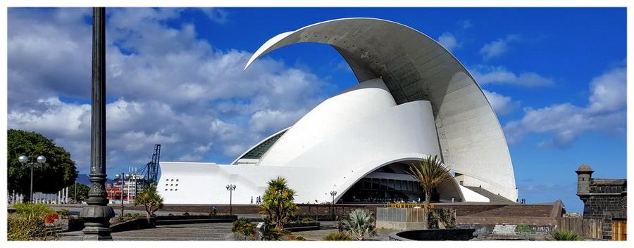 Wyspa Teneryfa w Hiszpanii. Budynek Audytorium w Santa Cruz de Teneryfa.
