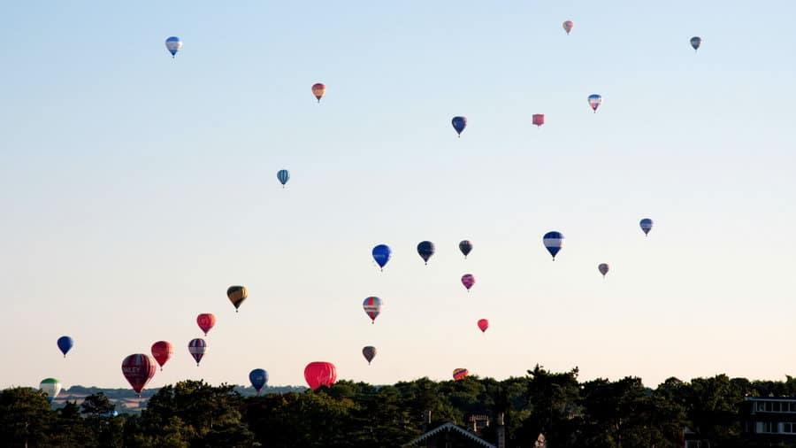 Balloon fiesta w Bristolu - Balony nad miastem