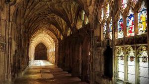 Słynne króżganki w katedrze w Gloucester. Sceny z filmu z Harry Potterem