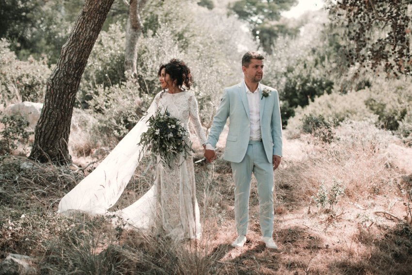 Romantic Wedding in Kefalonia at Katavathores club, with a stunning Grace Loves Lace wedding dress. Beautiful portraits by the agean sea. Relaxed couples session with all of the dancing. Romantic Kefalonia wedding photography. Photographed by Natalie Pluck. To see more from this wedding click here: http://www.nataliepluck.com/romantic-wedding-in-kefalonia/ #romanticweddingkefalonia #kefaloniawedding #graceloveslace #graceloveslaceweddingdress #laceweddingdress #relaxedweddinggreece #relaxedweddingphotography #kefaloniaweddingphotographer #kefaloniaweddingphotography #katavathoreswedding #katavathoresclub #romanticweddinginspiration #laidbackweddingphotography #weddingphotographyinspiration #greekweddings #weddingsingreece #weddingsbythesea #weddingbytheocean #weddinginspiration #weddinginspiration2019‎
