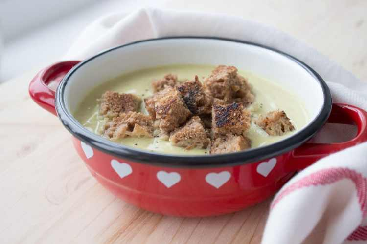 Roasted Garlic Cauliflower Soup | www.natalieshealth.com