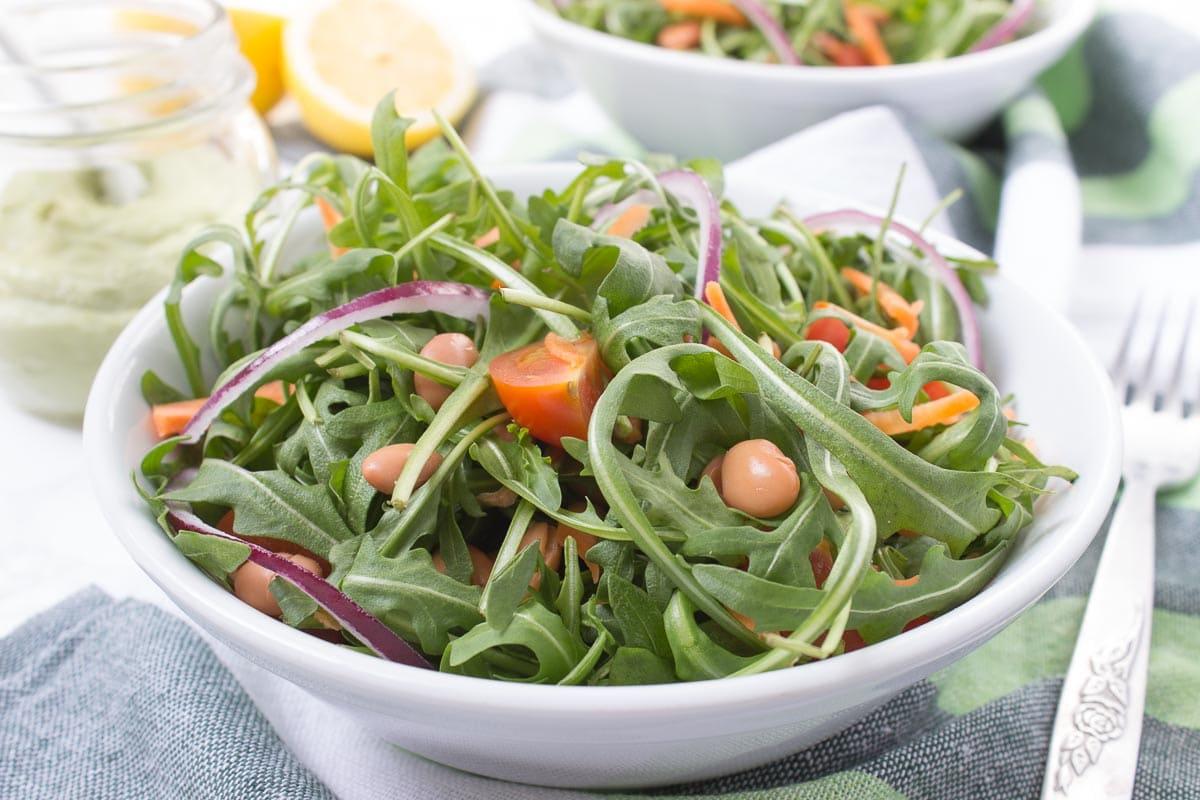 Salata od rikule i graha s preljevom od avokada