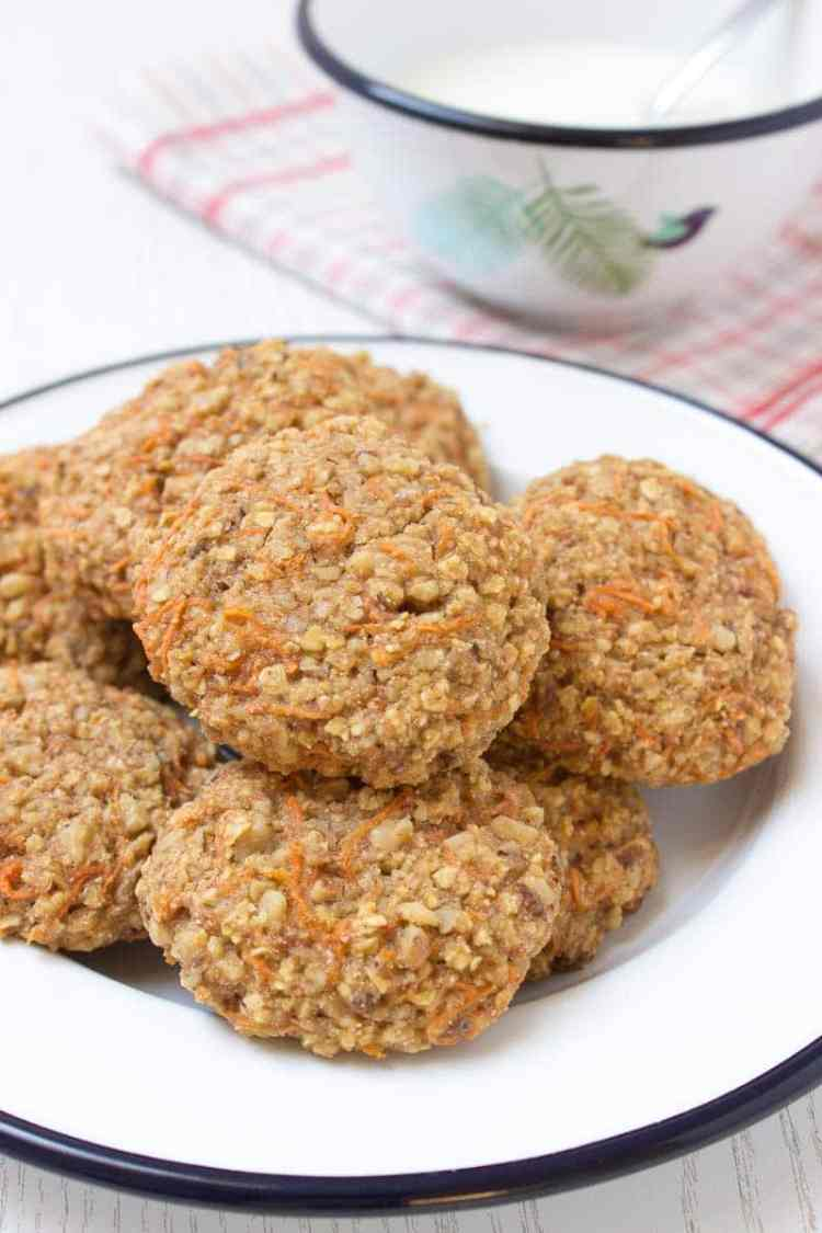 Carrot Cake Oatmeal Cookies filled with oats, grated carrots ...