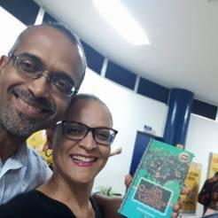 Com minha irmã Melo, durante o lançamento de Um Quintal e Outros Cantos. Universidade Estadual de Santa Cruz, Ilhéus, 15.05.2018.