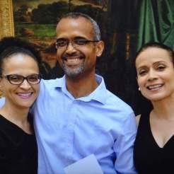 Com minhas irmãs, Melo e Mila, durante o lançamento de Movimento Imóvel. Escola de Belas Artes, Salvador, 1.09.2016.