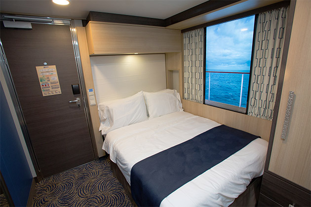 Cabine interna com janela virtual da Royal Caribbean