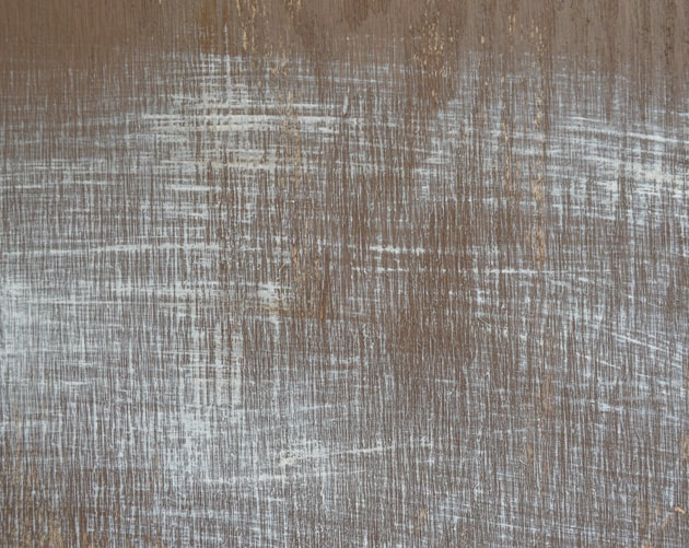 how to make wood look distressed with paint