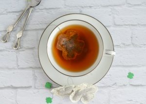 St Patrick's Day Shamrock Teabags Tutorial - With Free Printables and Bonus Silhouette Garland!