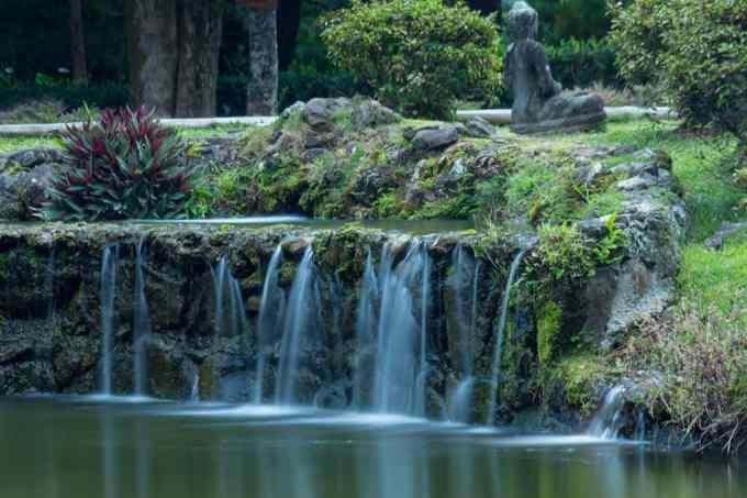 byodo-in temple waterfall