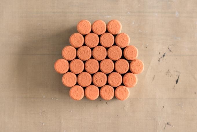 arrange-the-corks