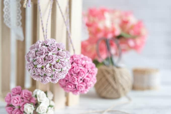 Paper flower kissing ball tutorial diy wedding paper flower paper flower pomanders for diy wedding mightylinksfo