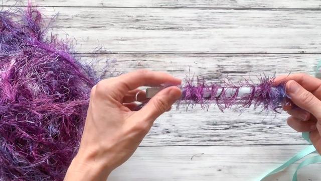 wrap eyelash yarn around single straw