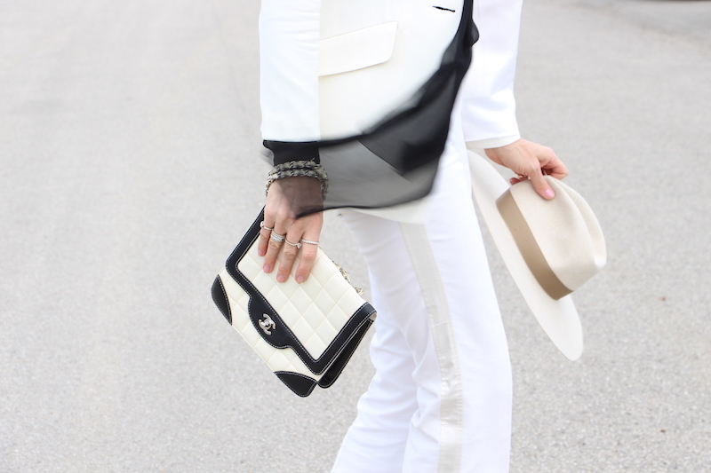 Look chic black and white borsa chanel