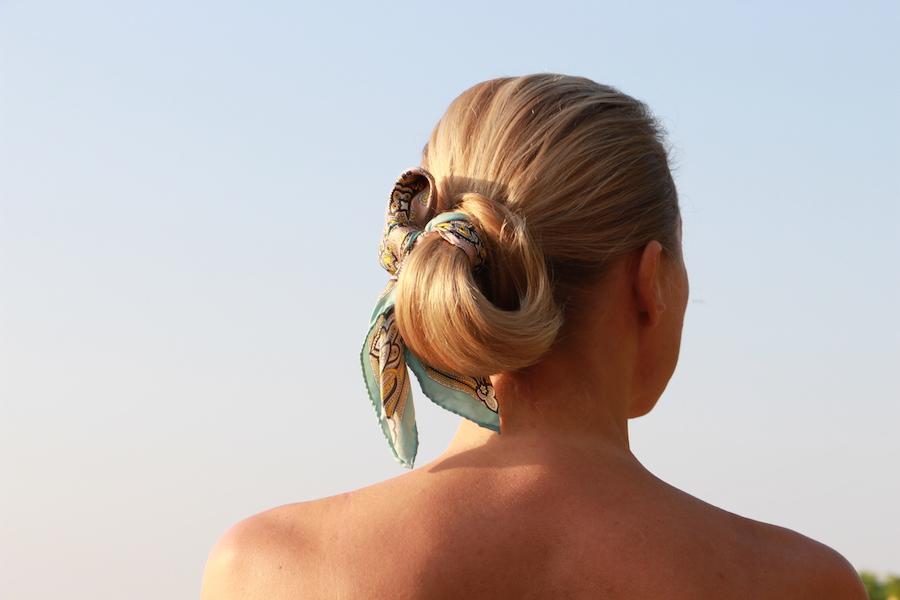 Come fare lo chignon con il foulard fiocco