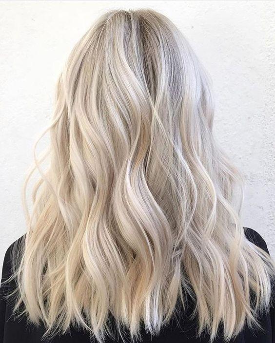 I nuovi colori capelli 2018. Tutte le tendenze tra cui scegliere ... 631aa4d600ad