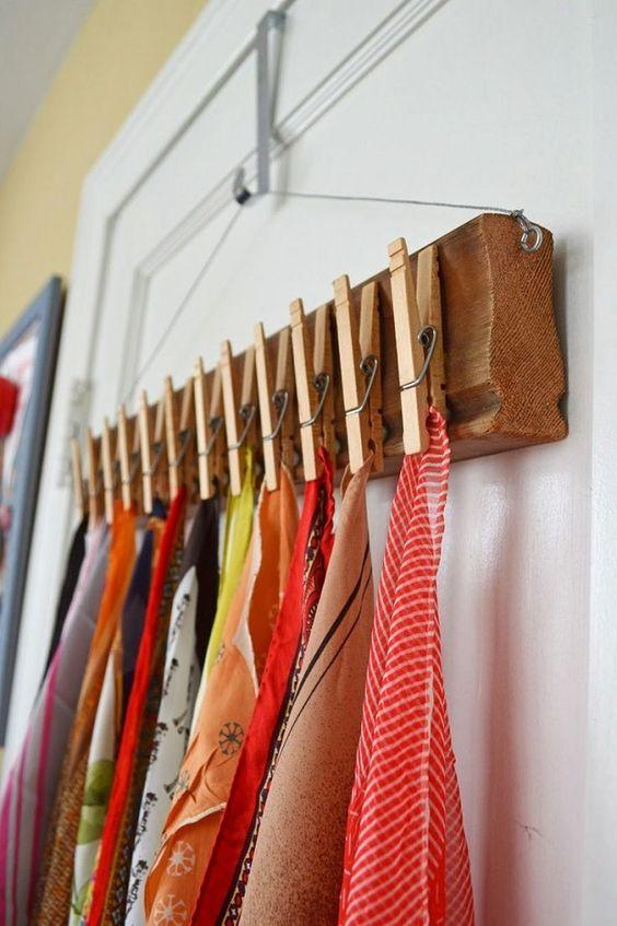 5 modi nuovi di usare un vecchio foulard appenderli