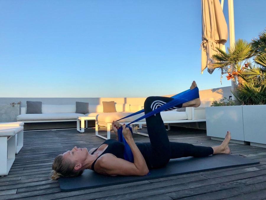 esercizi per una giornata piena di energia Natasha Stefanenko gambe 1