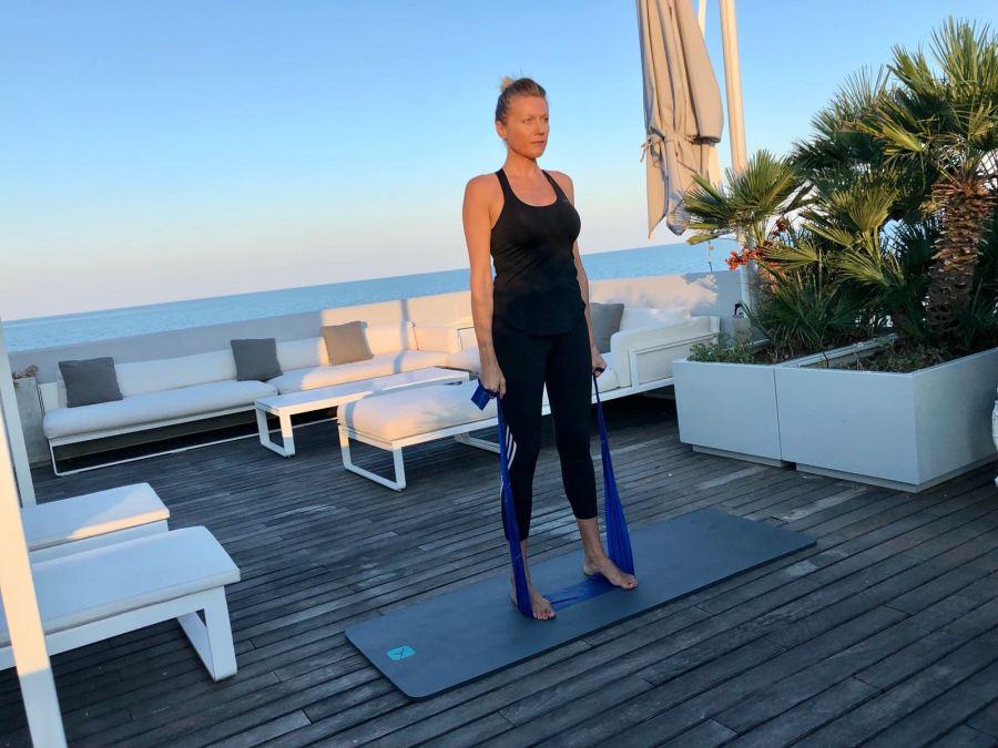 esercizi per una giornata piena di energia Natasha Stefanenko spalle 1