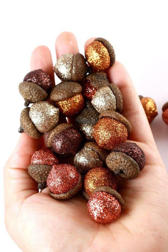 decorare la casa in autunno 9 idee ghiande glitter
