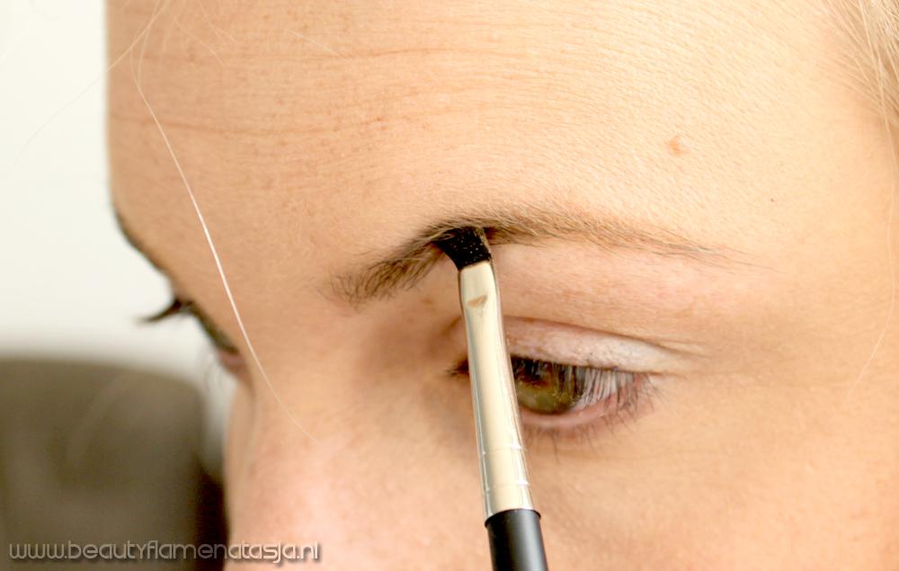 03-make-up-studio-eyebrow-brush
