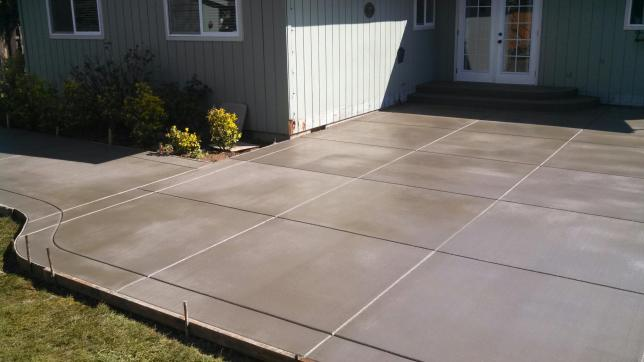 BROOM PATIO WITH BORDER AND TIGHT JOINTS