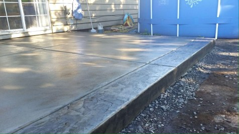 BROOMED PATIO WITH SLATE BORDER (3)