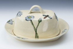 Daisies and Bee (Covered Plate)